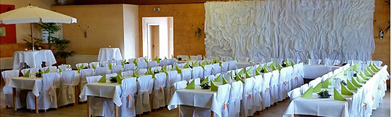 Hochzeitsdekoration selbst machen mit Stuhlhussen