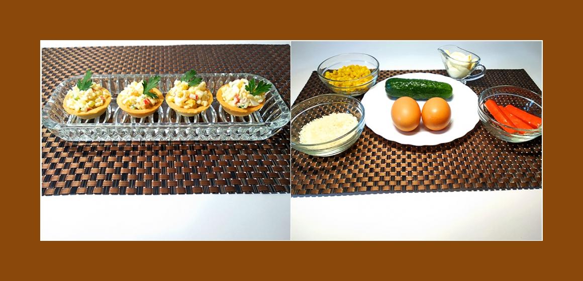 Schmackhafter Salat mit Reis, Eiern, Gurken, Mais, Krabbenstangen