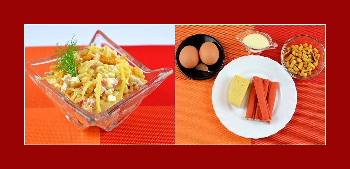 Einfacher Salat mit Eiern Croutons Käse Krabbenstangen und Knoblauch