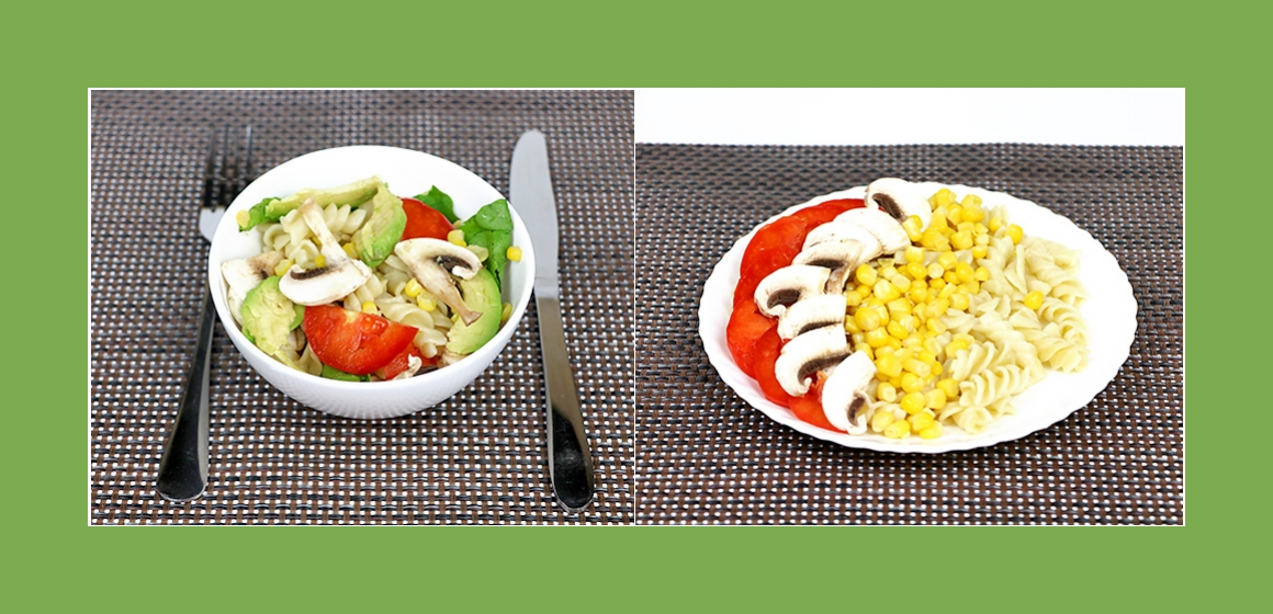 Schmackhafter Nudelsalat mit Avocado, Spinat, Tomaten, Pilzen und Mais